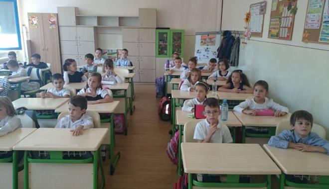 """Foto: Şcoala """"Gh. Ţiţeica"""" provoacă cele mai luminate minţi"""