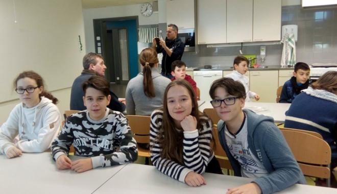 """Foto: Elevii Şcolii """"Gheorghe Ţiţeica"""", în Finlanda"""