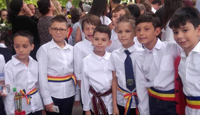 """Foto: Peste 1.350 de elevi  au început cursurile la Şcoala  """"Gheorghe Ţiţeica"""""""