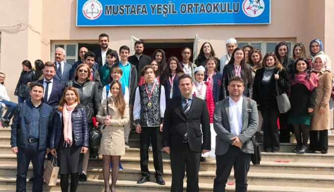 """Foto: Elevi constănţeni, în vizită la o şcoală  din Istanbul. """"Viitorul aparţine diversităţii culturale!"""""""