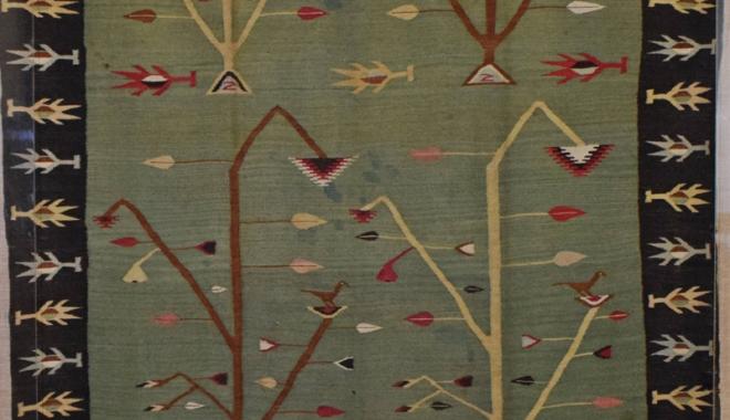 Foto: Scoarţă veche de 168 de ani, la Muzeul de Artă Populară