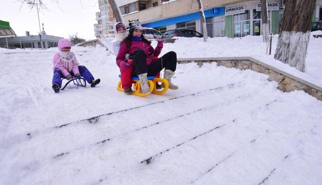"""Foto: Şeful ISJ Constanţa: """"În Comitetul pentru Situaţii de Urgenţă vom decide dacă suspendăm mâine cursurile şcolilor sau nu"""""""