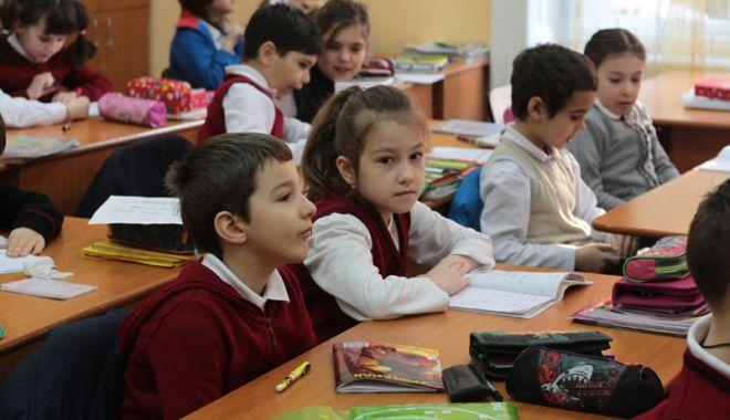 Foto: Şcoli ca-n epoca de piatră: fără laboratoare, fără biblioteci, fără calculatoare