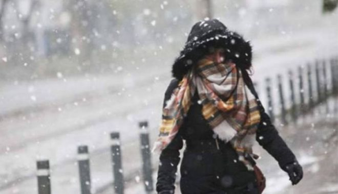 Foto: Meteorologii au prelungit avertizarea de vreme rea: Ninsori, lapoviţă, polei şi vânt puternic până duminică