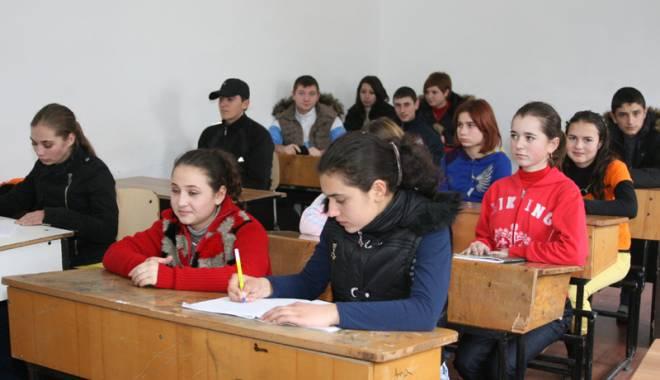 Foto: Școlile  din Constanța,  luate la purica de inspectorii DSP