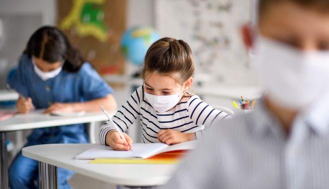 Panică la unităţile şcolare! Mai mulţi elevi şi profesori, infectaţi cu Covid-19 - scolisursaeconomicanet-1600274069.jpg