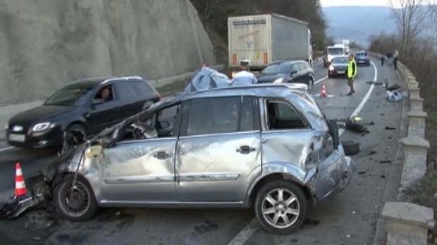 Foto: Şofer beat, la un pas să-şi ucidă copiii într-un accident