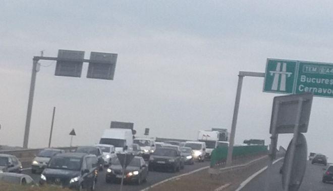 FOTO. COZI INFERNALE! Șoferi, se circulă bară la bară pe noul pod de la Agigea! - screenshot20180911090124-1536645730.jpg