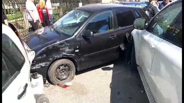 Carambol cu șase mașini în fața unui liceu, după ce o șoferiță nu a reușit să-și ducă manevra la bun sfârșit - screenshot286520400-1553694844.jpg