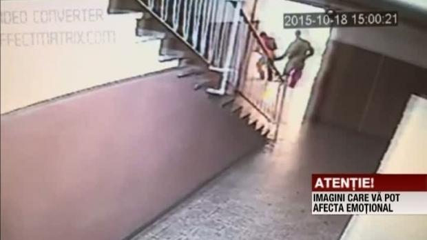 Foto: Poliţistul pedofil, filmat când agresa alte trei FETIŢE într-o scară de bloc