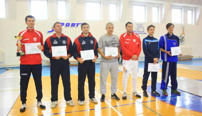 Scrimă: Adrian Pop, câştigătorul Cupei României la spadă masculin - scrima3-1443782591.jpg