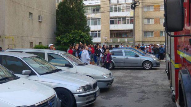 Foto: CLIPE DE GROAZĂ. Un bărbat s-a aruncat de pe un bloc cu 10 etaje