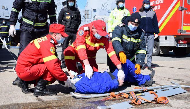 Pregătiri pentru afluxul de imigranți. Militarii, polițiștii de frontieră și pompierii se antrenează împreună! - seashield1-1616609958.jpg
