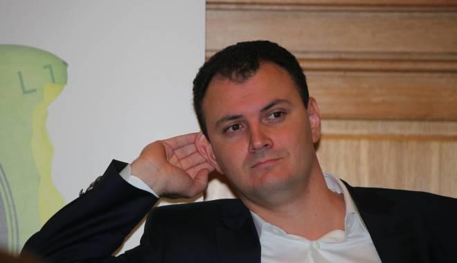 """Foto: """"Nu mă aşteptam ca Partidul Facebook şi Partidul Diaspora să influenţeze decisiv alegerile"""""""