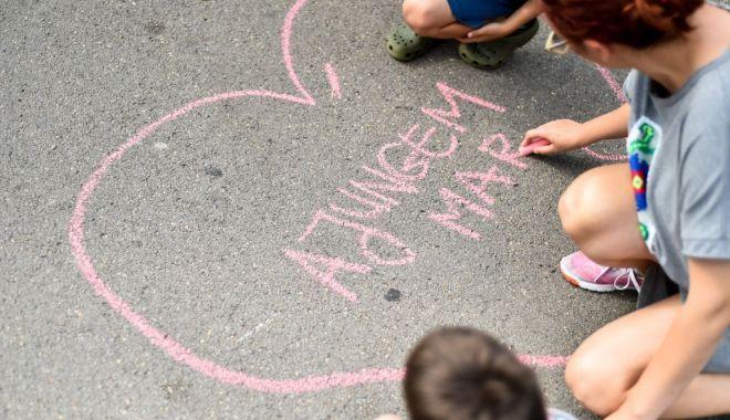 """Foto: Se caută voluntari care să-i ajute pe copii să se facă """"MARI"""""""