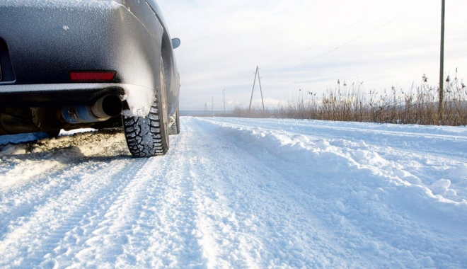 Foto: Se circulă în condiţii de iarnă. Ce riscă şoferii care nu au anvelope potrivite