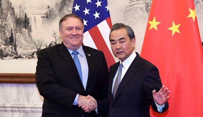 Foto: Secretarul de stat american, primit cu răceală la Beijing