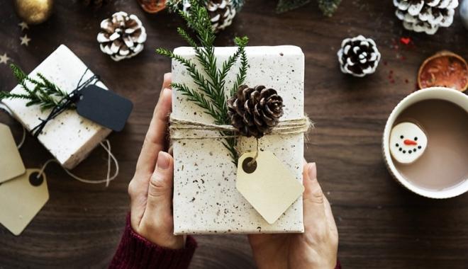 Foto: Secret Santa. Câţi bani investim în cadourile pentru colegi