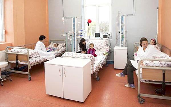 Foto: Un spital va suspenda activitatea secției de pediatrie pentru că singurul medic intră în concediu