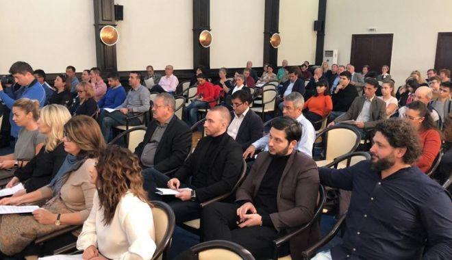 Foto: Şedinţă de Consiliu Local / Veste proastă pentru elevii care au cerut mărirea burselor! UPDATE