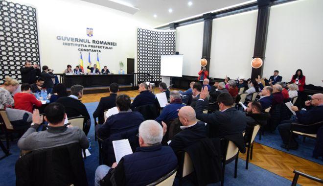 Foto: Consilierii județeni au semnat Declarația de Unire cu Republica Moldova