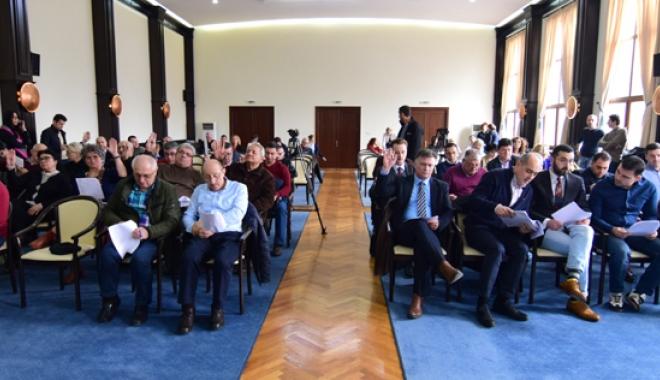 Foto: Consilierii judeţeni, convocaţi în şedinţă