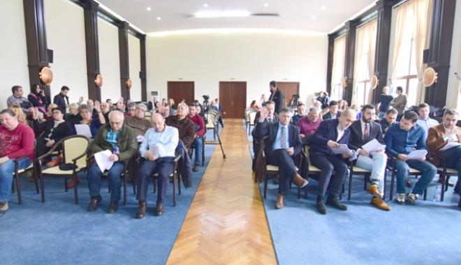 Foto: CJC a decis! Navetiştii din Năvodari vor circula în continuare claie peste grămadă