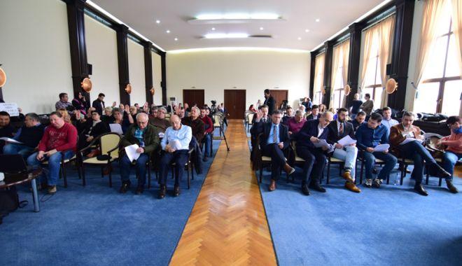 Foto: UPDATE. Şedinţă la Consiliul Judeţean Constanţa. Sunt dispute între liberali şi conducerea CJC!