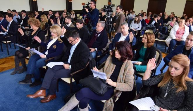Foto: Liberalii din Constanţa îl iau la rost pe primarul Decebal Făgădău