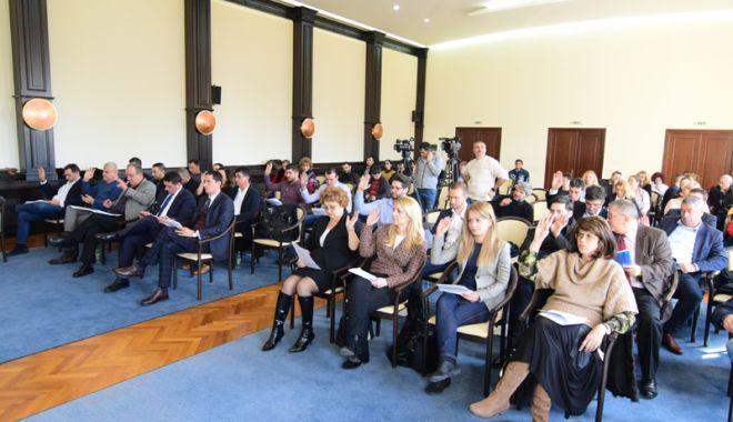 Foto: Consilierii locali, convocați de primarul Făgădău  la ședință.  Ce se votează