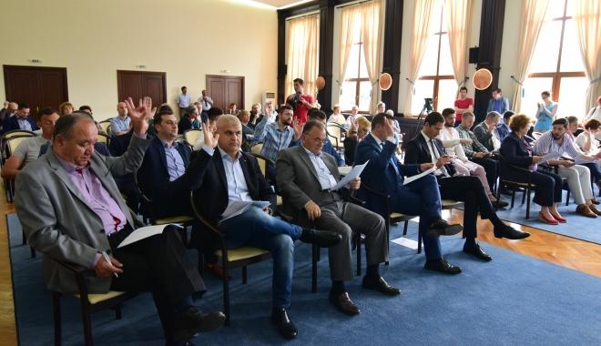 Foto: Consilierii, convocaţi la şediţă, de urgenţă ! Cade la pace Primăria Constanţa cu Polaris ?