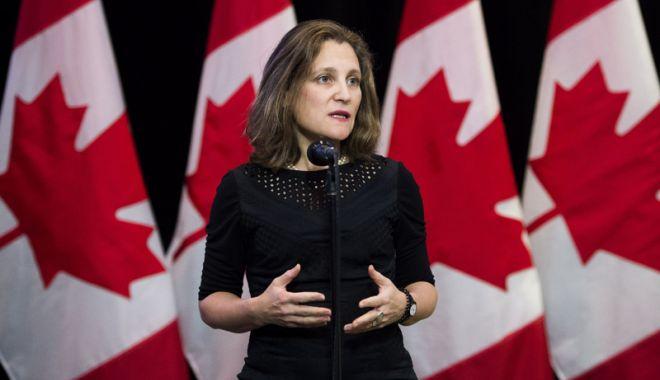 Foto: Şefa diplomaţiei canadiene denunţă  taxele absurde impuse de SUA