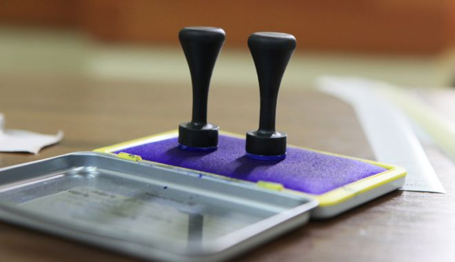 Foto: Se fac plățile pentru  cei care au lucrat  în secțiile de votare