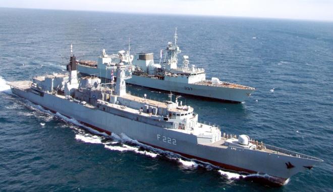 Foto: Şefii Marinei Române şi Bulgare, în discuţii despre dezvoltarea cooperării militare