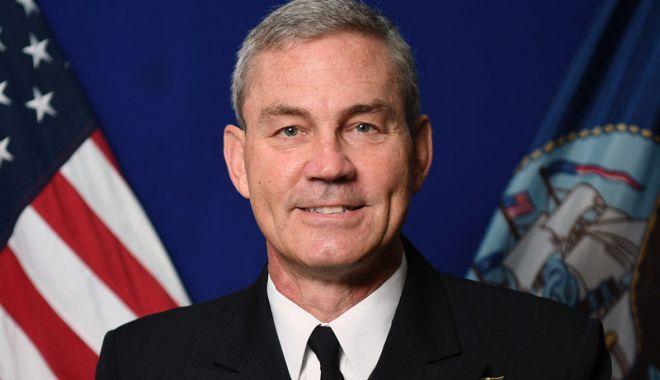 Foto: Şeful de operaţiuni al marinei SUA în Orientul Mijlociu, descoperit mort în Bahrein