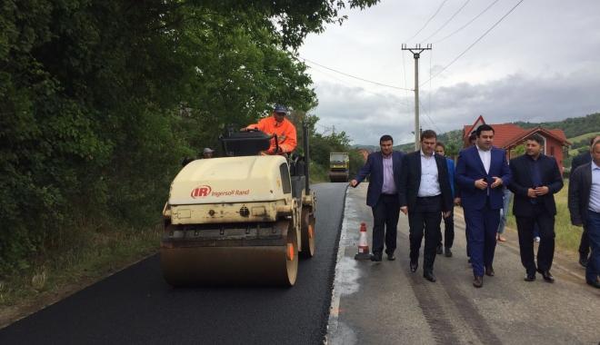 Foto: Şeful transporturilor româneşti a pornit în control prin ţară