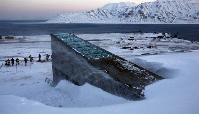 Foto: Vine sfârşitul lumii? Norvegienii  îşi construiesc Seiful Apocalipsei