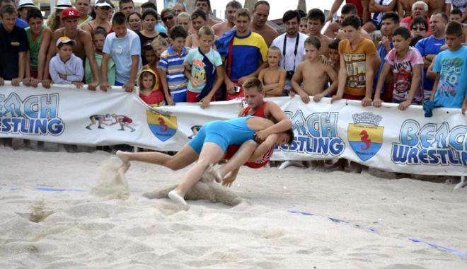 """Foto: Se încinge nisipul pe plaja """"Laguna""""! Pregătiri pentru Cupa Callatis"""