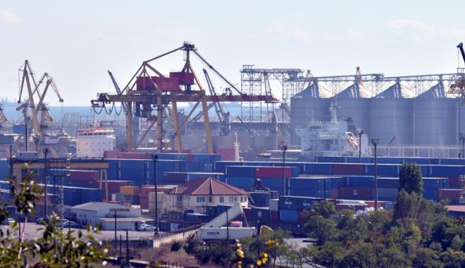 """Foto: DNA pune tunurile pe Portul Constanţa. Containere """"scăpate"""" de controale"""