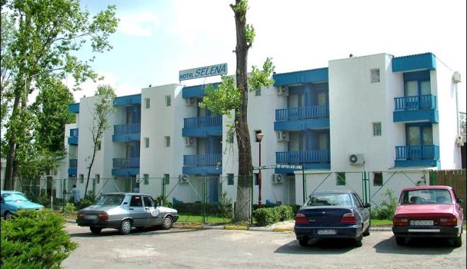 Zeci de hoteluri de pe litoral sunt scoase la vânzare - selena2l-1360248546.jpg