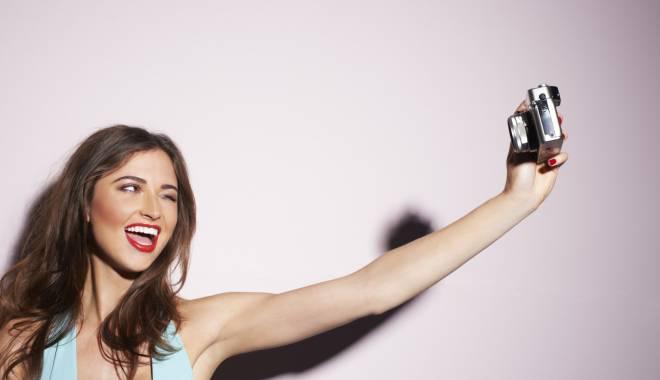 Foto: Ghid de 'selfie fără pericole', după o serie de accidente mortale