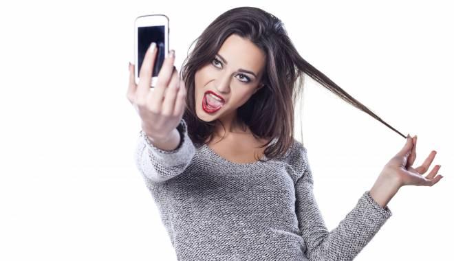 Foto: Caz incredibil în Constanţa / De-a râsu' plânsu'. I-a fost furată maşina în timp ce îşi făcea selfie