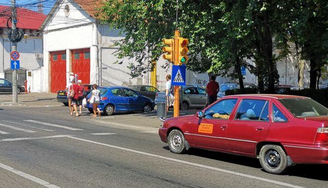 Semafoarele de pe strada Mircea cel Bătrân colţ cu strada Decebal, din nou funcţionale - semafoarele3-1535548604.jpg