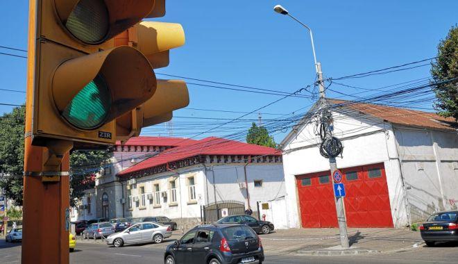 Semafoarele de pe strada Mircea cel Bătrân colţ cu strada Decebal, din nou funcţionale - semafoarele4-1535548619.jpg