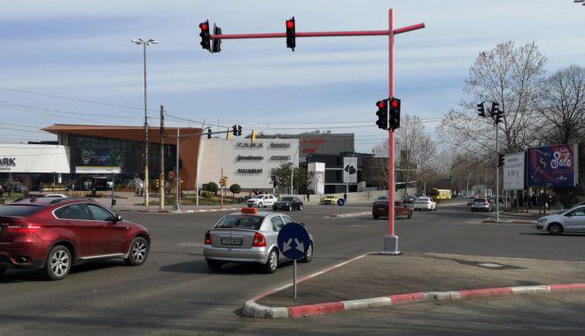 Foto: IMAGINEA ZILEI LA CONSTANŢA / Un nou sistem de iluminare, pentru semafoare din Constanţa