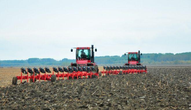 Seminţele româneşti şi însămânţarea târzie, soluţia pentru agricultura dobrogeană - semanareacultruilortoamnasursara-1603992222.jpg