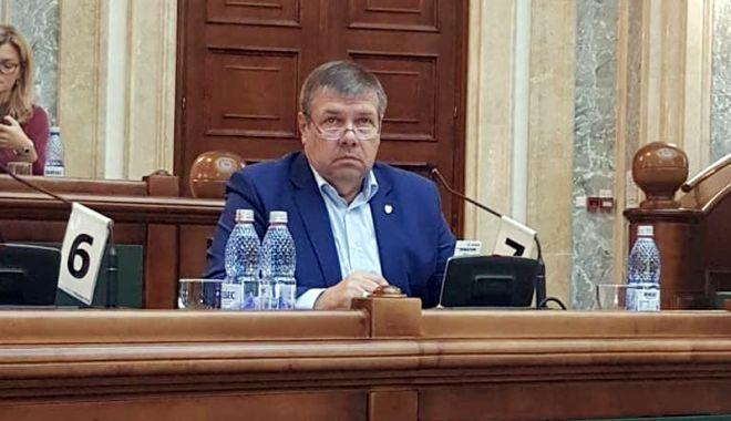 """Foto: Senatorul Ștefan Mihu: """"Susțin cu hotărâre ideea intensificării educației patriotice în școli"""""""
