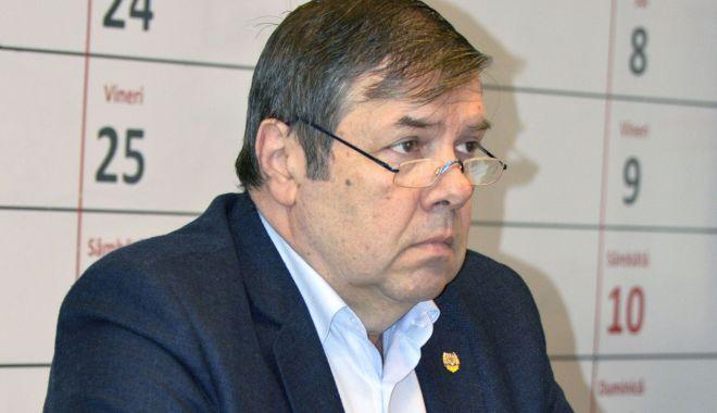 """Foto: Ministrul Educației, luat la întrebări de senatorul Ștefan Mihu. """"Ce strategie aveți?"""""""