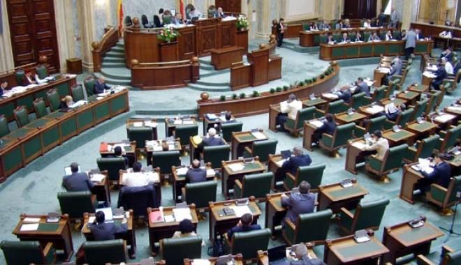 Foto: Senatul a respins cerea de reexaminare a Legii privind reducerea CAS