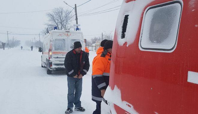 Foto: Şenilatele de la Drumuri şi Poduri intervin pentru a prelua urgenţele medicale din satele izolate